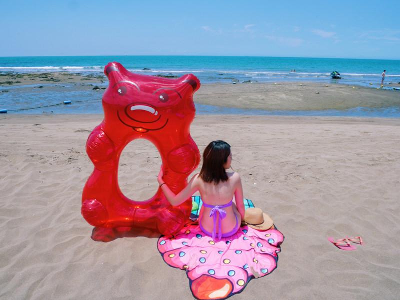 造型游泳圈 Big mouth-超大!夏天海邊必備超Q的小熊軟糖 甜甜圈造型泳圈&沙灘巾