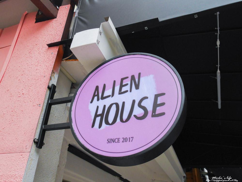 Alien House