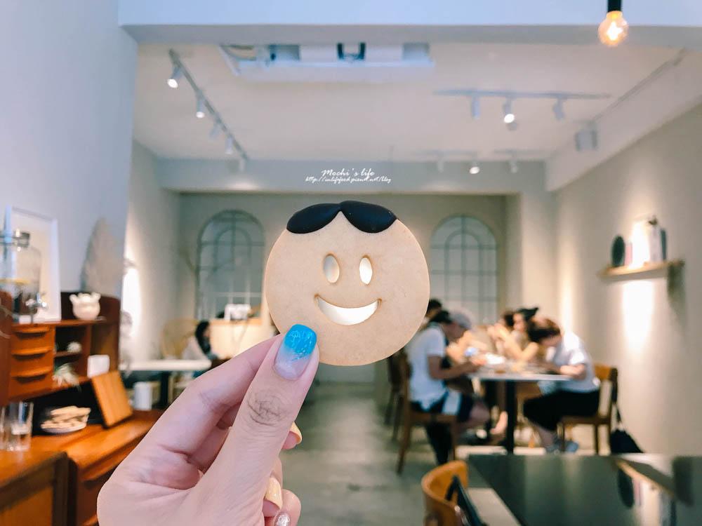 小巨蛋站咖啡廳|初訪 True from:可愛的中分哥餅乾,舒服的純白用餐空間@捷運小巨蛋站
