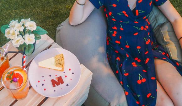內湖IG咖啡廳|車藝空間M Gallery:超夢幻!下雨室內也可野餐,會員預約才可打卡的秘密景點/台北下雨室內拍照景點/車藝空間怎麼去/菜單