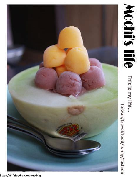 台南中西區美食▌整顆哈密瓜做成的哈密瓜冰!「泰成水果店」:一客200元,但他 我可以。台南正興街限定冰品、蜷尾家甘味處、食尚玩家台南美食
