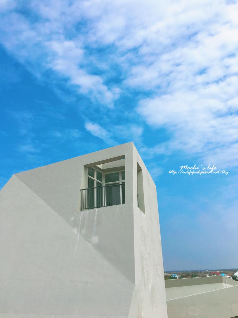 台南景點|最新台南打卡景點:台南鹽山旁的純白建築:超好拍的「七股遊客中心」ig熱門打卡景點 台南拍照景點