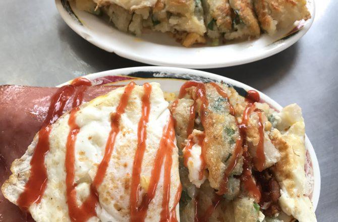 台中早餐推薦|一心古早味蛋餅 超便宜手工蛋餅!蛋餅皮超酥脆像蔥抓餅的,晚來可是要排隊的台中平價美食