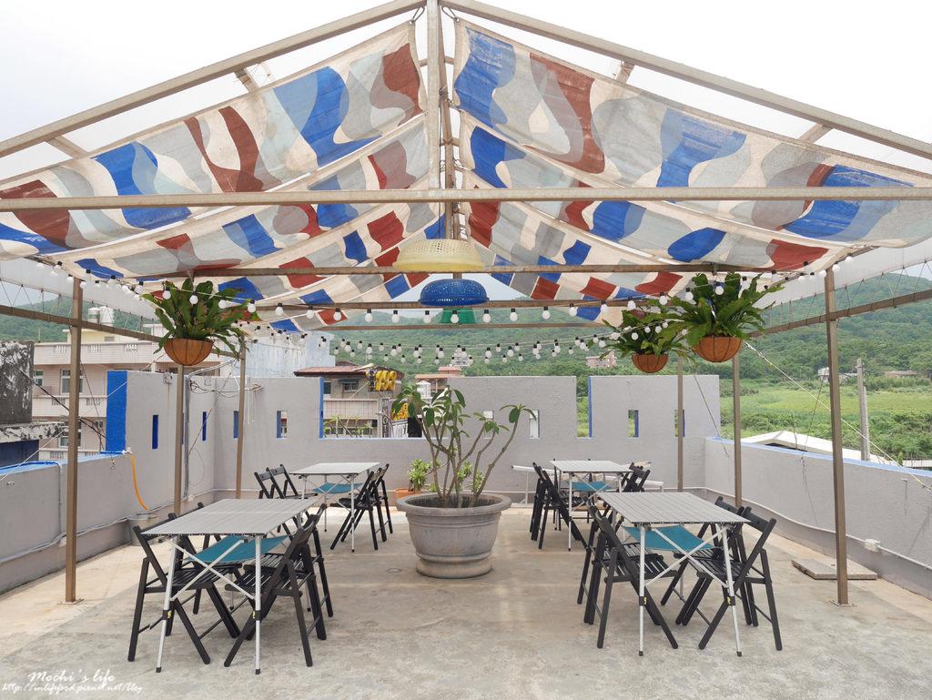 北海岸咖啡廳推薦▌超喜歡新開幕露營主題,讓人放鬆的藍色景點「靠北過日子」:吹風曬太陽之不想上班(北海岸景點、北海岸一日遊、金山咖啡廳)