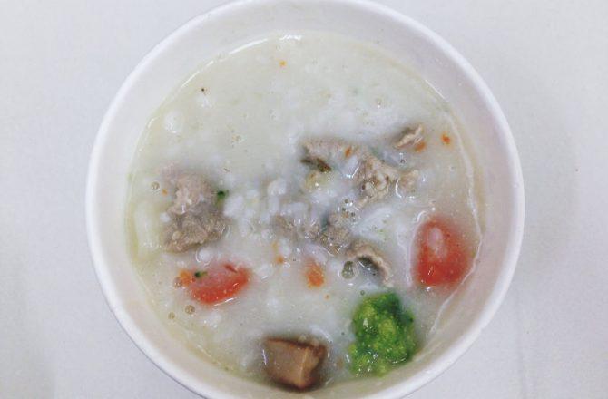 台北車站平價美食▌「邱媽媽的店」:均一價45元,上班族午餐選擇椰奶海鮮燉飯(捷運台北車站)