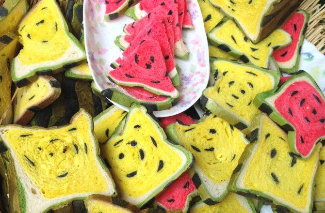 宜蘭礁溪伴手禮 ▌奇妙的西瓜吐司:「幾米烘焙手創坊」麵包人氣排隊名店,但是口感超乾也沒味道…(礁溪柯式蔥油餅旁)